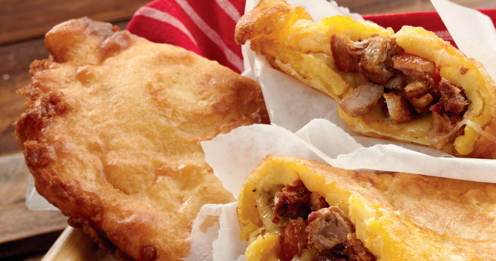 Aborrajado con Chicharrón de Tocino Barriguero de Cerdo y queso doble crema