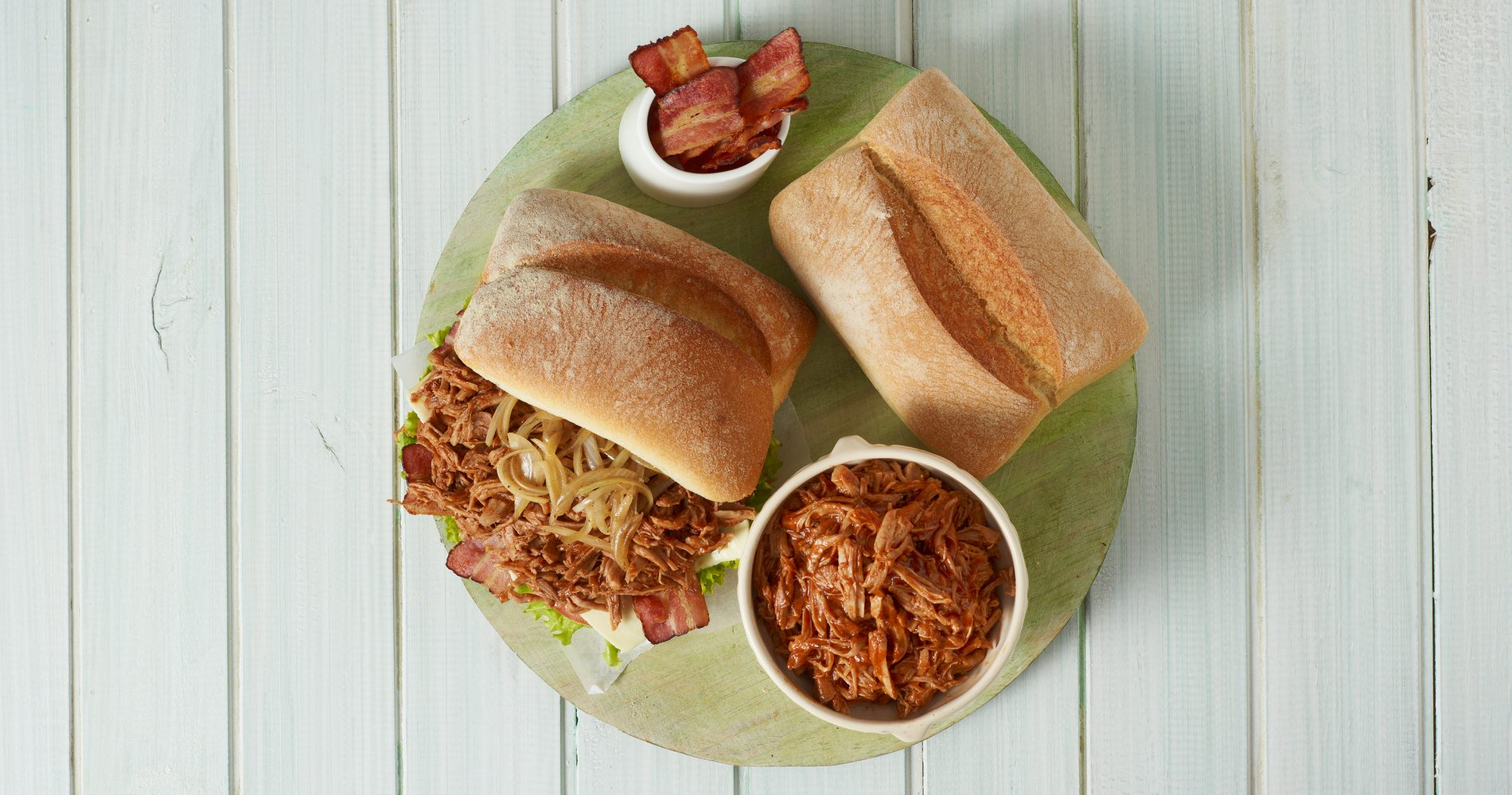Sandwich de Lagarto de Pierna de Cerdo desmechado con BBQ oriental