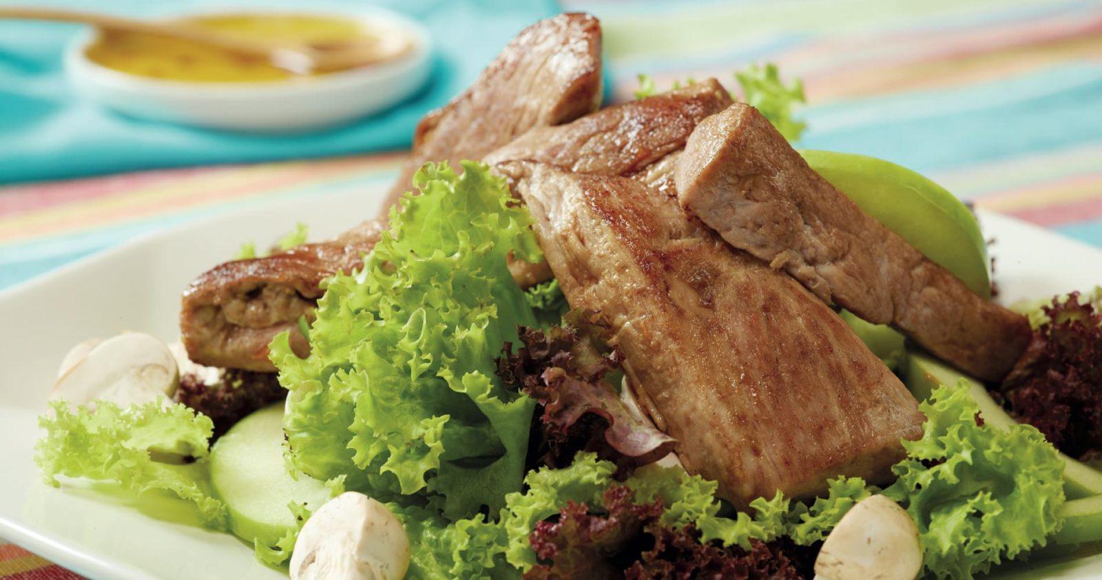 Solomito De Cerdo Con Ensalada Fresca